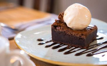 chocoloate brownie and ice cream